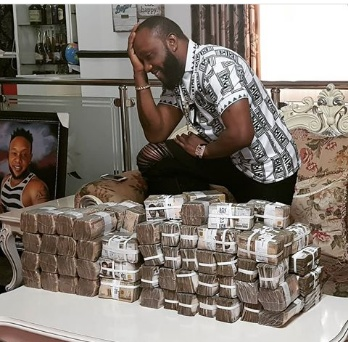 KC shows off stacks of N1,000 naira notes in new photo
