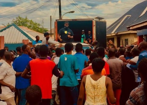 Flood: Timaya gives out relief materials to the people of Bayelsa