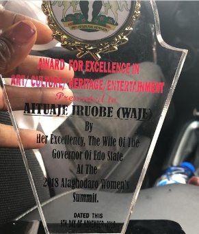 Singer Waje honoured with excellence award by Edo State government