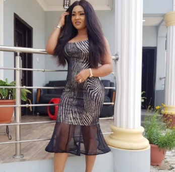 PHOTO: Mercy Aigbe called out by fans for Photoshop