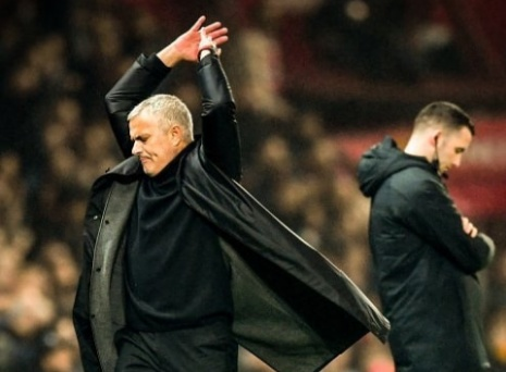 Manchester United announce the sacking of Jose Mourinho