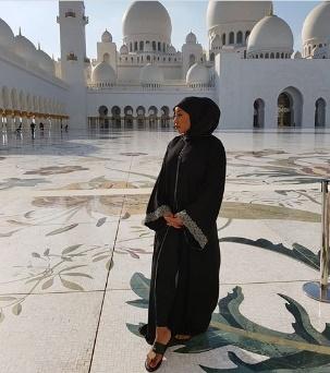 Rita Dominic visits the Shiek Zayed Grand Mosque looking stunning