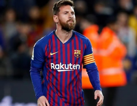 Cristiano Ronaldo challenges Messi to come to Italy