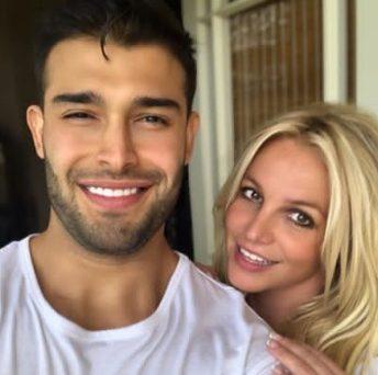 Britney Spears professes her love to her boyfriend Sam Asghari