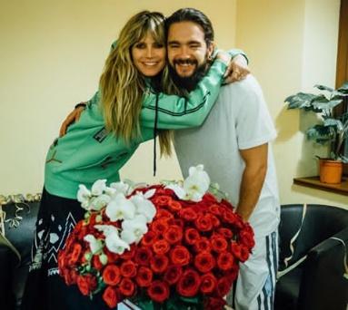 Tom Kaulitz gifts Heidi Klum a bouquet for her 46th birthday