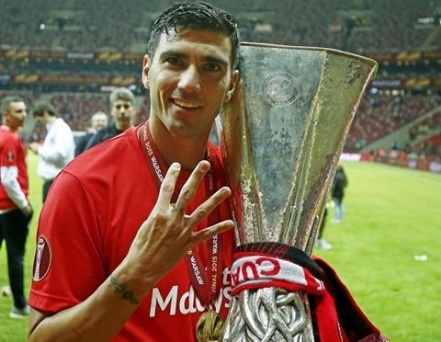Football world mourns as Antonio Reyes dies in a car accident