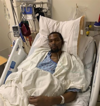 Kevin Durant shares hospital photo after a successful surgery