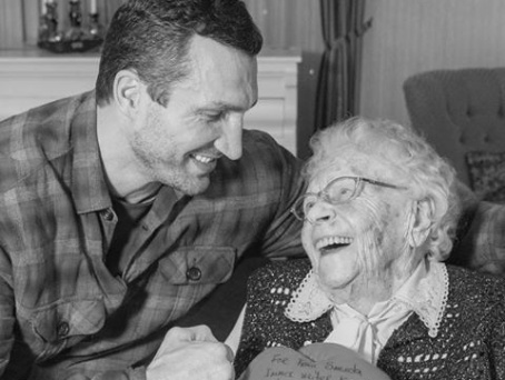 Wladimir Klitschko mourns his oldest fan and life teacher