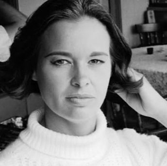CNN Anderson Cooper loses mother, Gloria Vanderbilt
