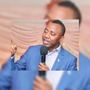 Falz condemns President Buhari for arresting Mr Omoyele Sowore