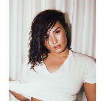 Naked Cell Phone Selfies Of Singer Demi Lovato Leaked