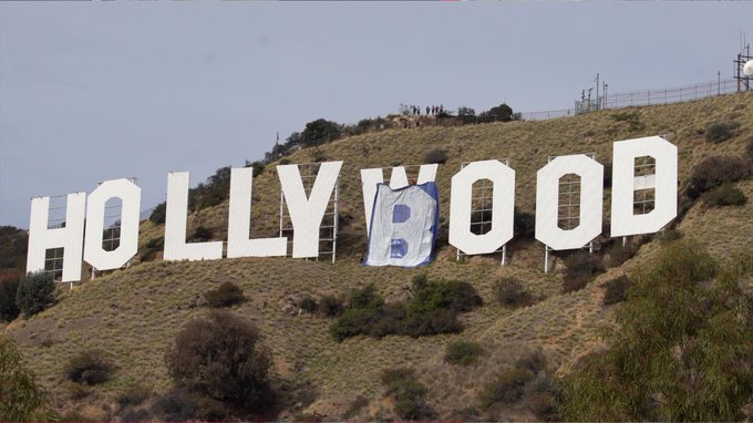 Hollyboob: Six Arrested For Changing Hollywood Sign