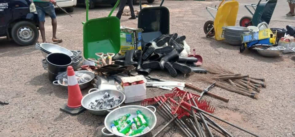 1000 Artisans Under FG SPW Get Tools In Awka South